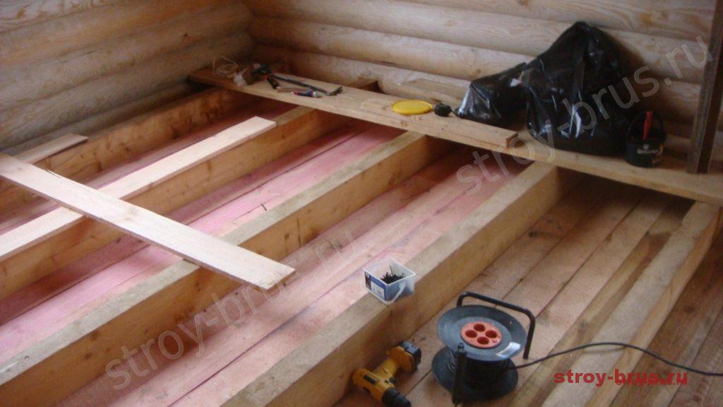 Процесс утепления пола деревянного дома