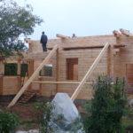 Процесс возведения стен дома из клееного бруса