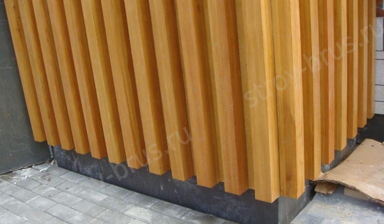 Внешний вид фасада, отделанного клееным брусом