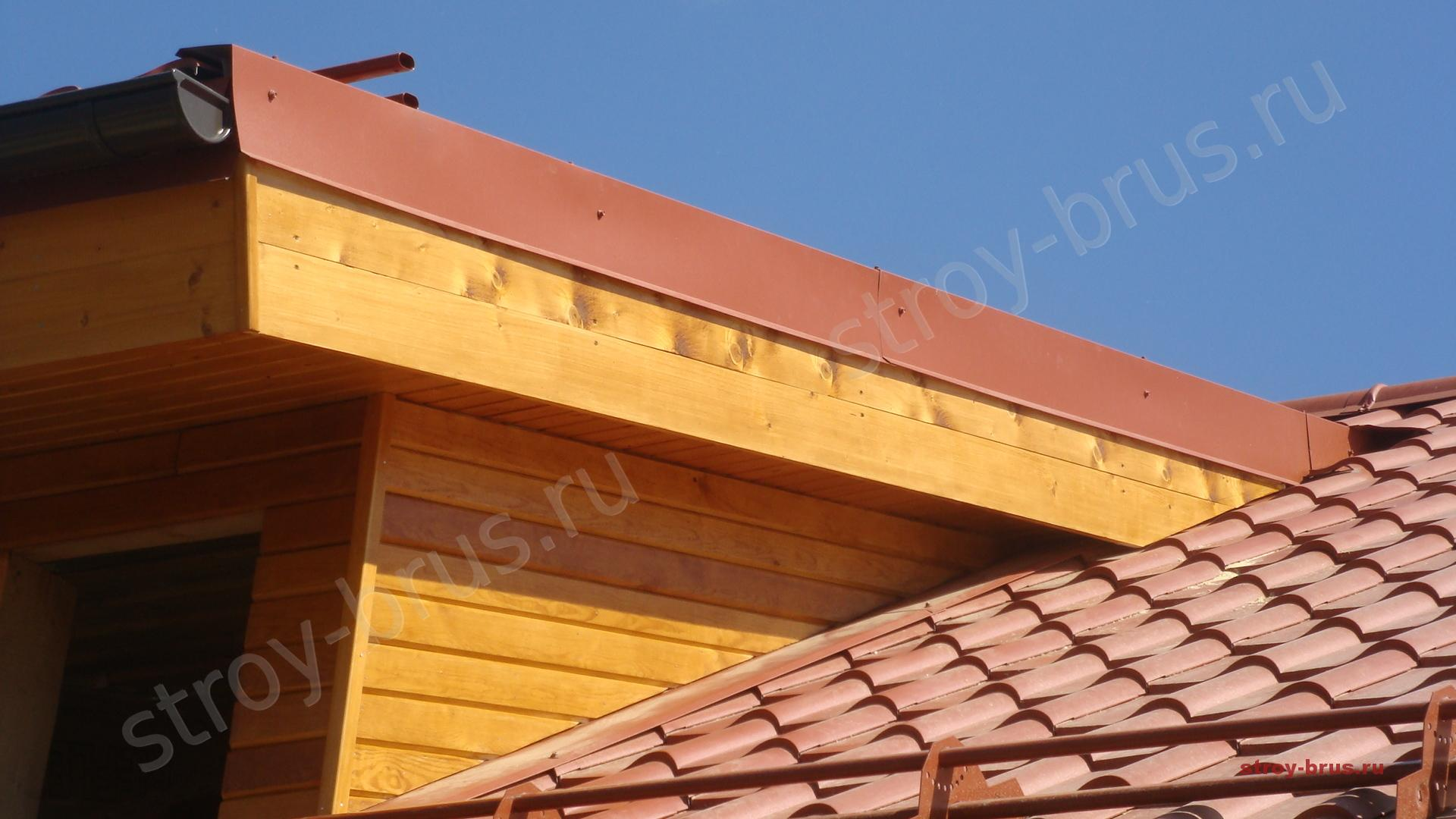Отделка слухового окна на крыше дома.