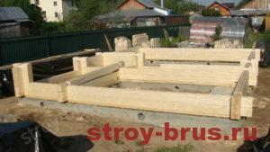 Современный деревянный дом в начале строительства