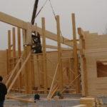 Установка деревянных конструкций для строительства дома