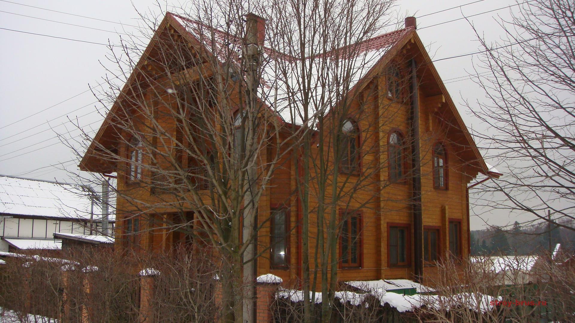 Строительство дома из бруса с цоколем