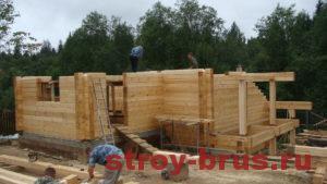 Возведение стен деревянного дома