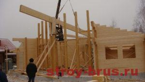 Промежуточный этап строительства дома из клееного бруса
