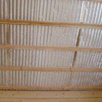Как в деревянном доме выполняется отделка потолков?