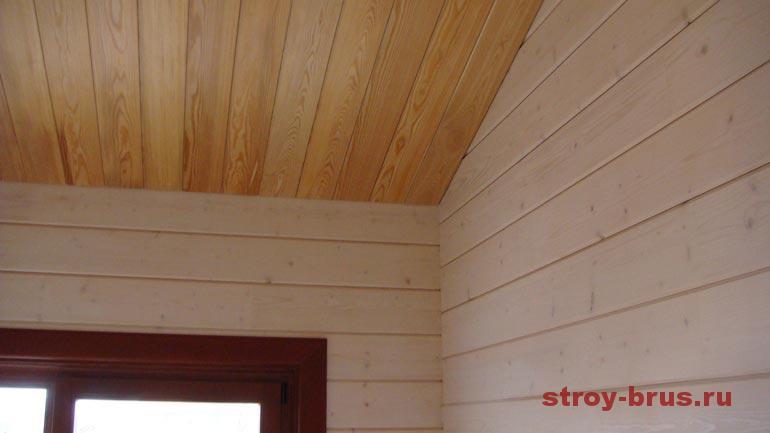 Пример отделки потолка в деревянном доме