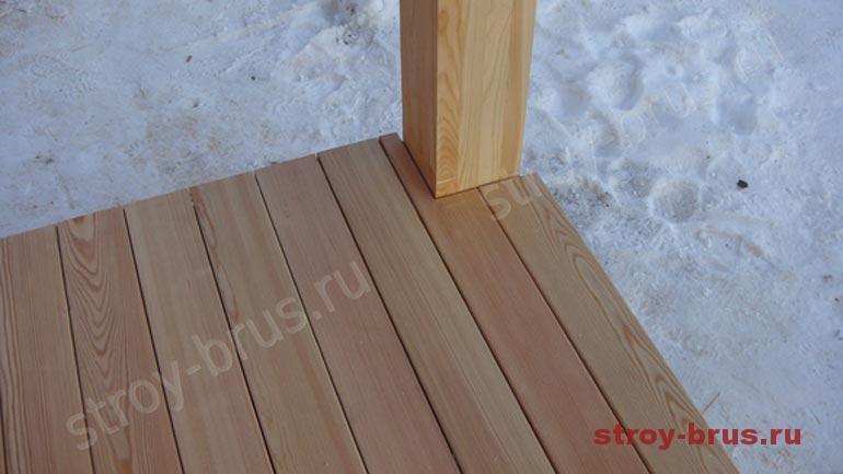 В чем плюсы деревянных полов на террасе