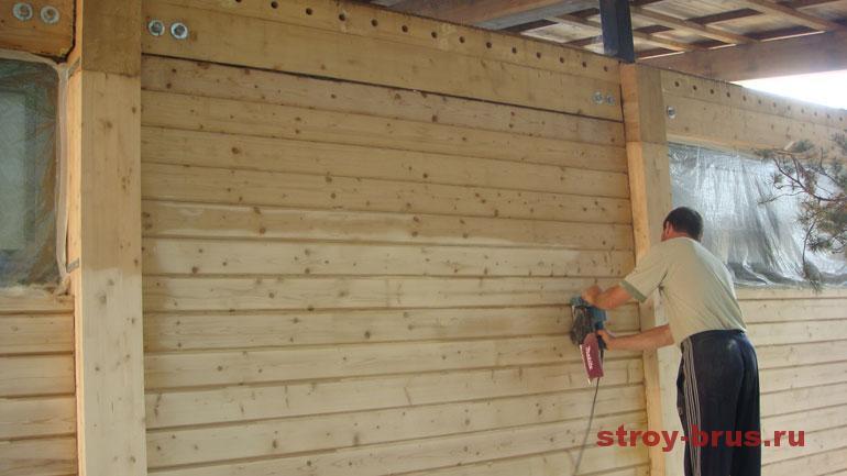Зачем делают шлифовку стен деревянного дома