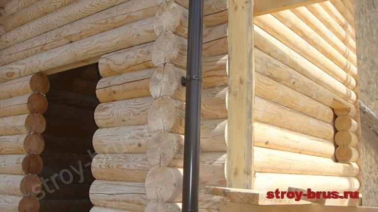 Следующий этап после шлифовки стен деревянного дома