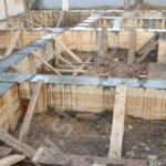 Фундамент в опалубке после бетонирования