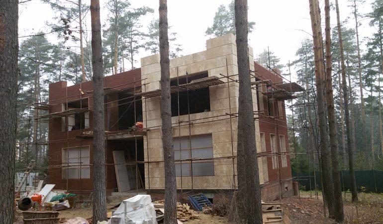Строящийся экологичный дом Сколково
