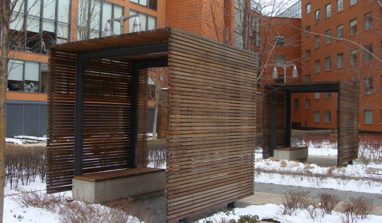 Беседка, отделанная деревянными элементами до реконструкции