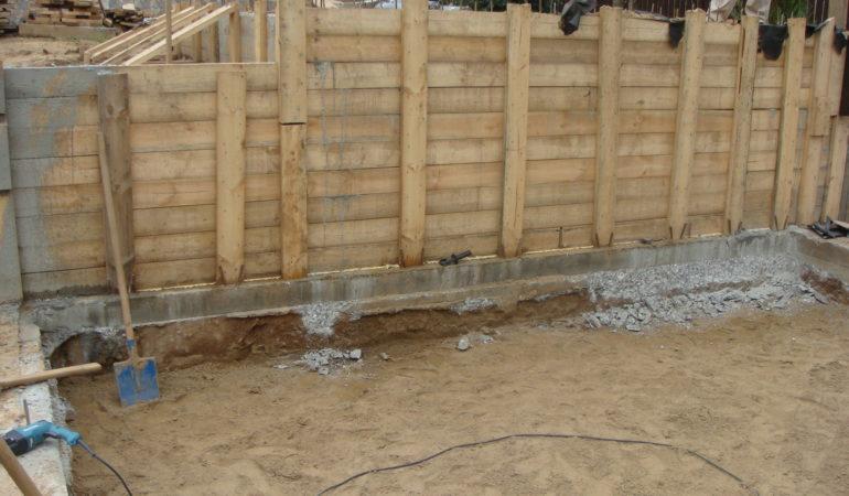 Сооружение стен бани