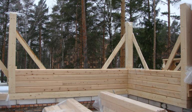 Начальная стадия строительства деревянного дома