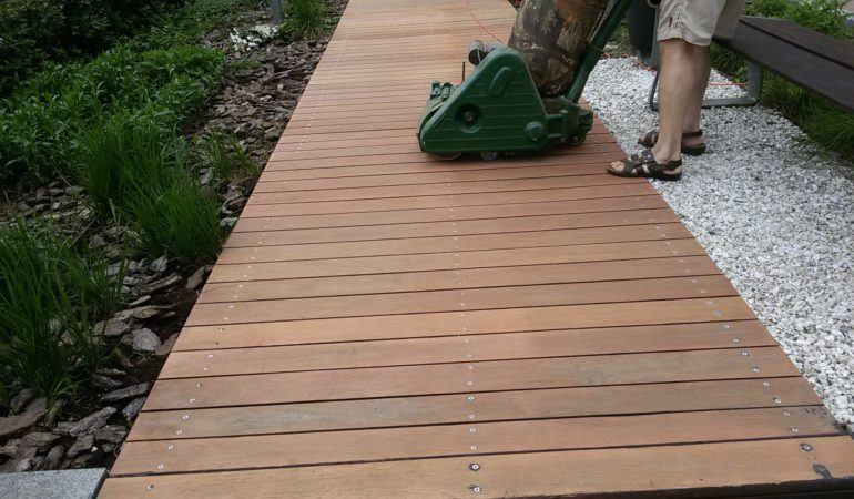 Шлифовка поверхности открытой летней террасы