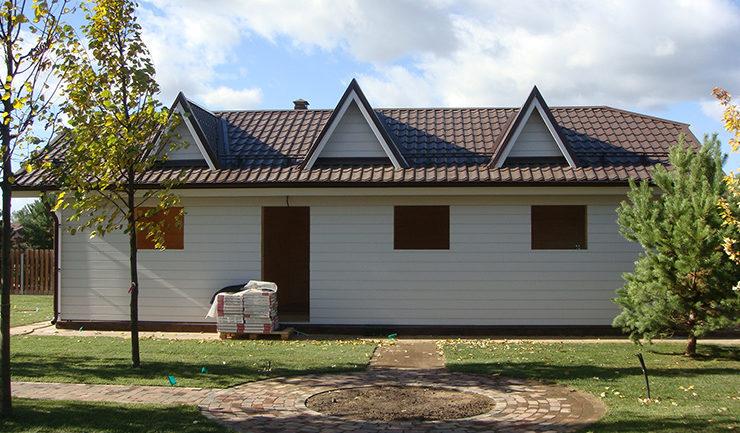 Боковой фасад гаража из дерева