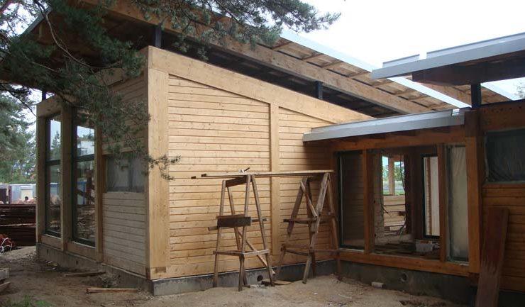 Покрасочные работы по фасаду дома выполнены компанией СтройБрус
