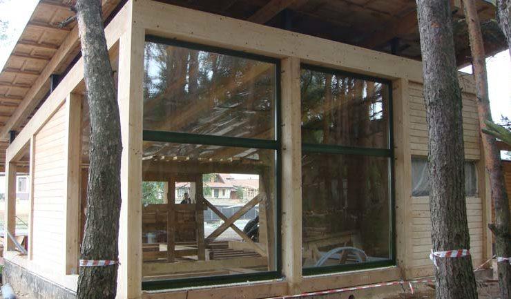 Смонтирован витражные окна