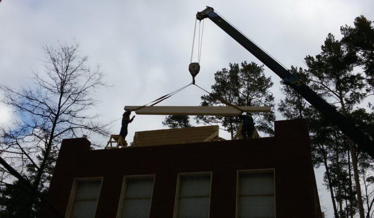 Разгар строительства деревянного дома