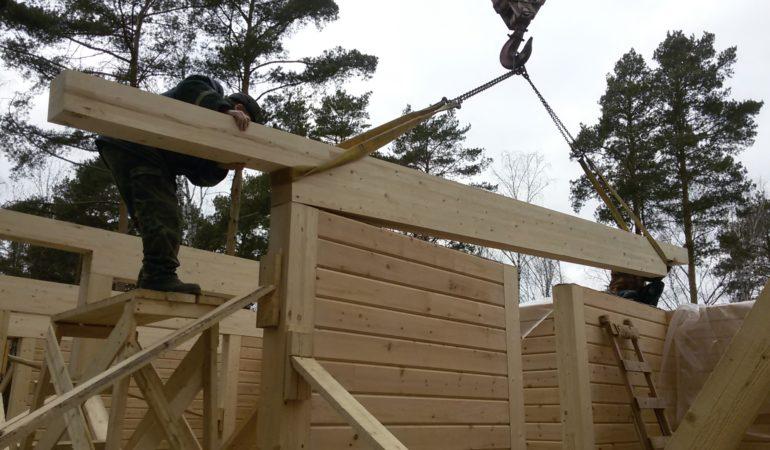 Установка основных деревянных конструкций