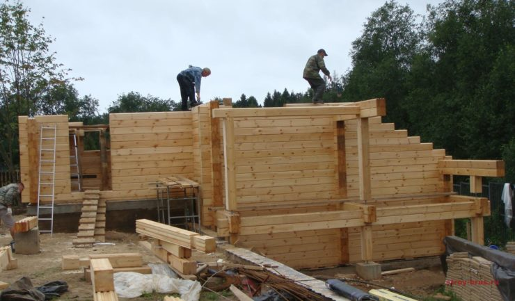 Разгар строительства деревянной бани