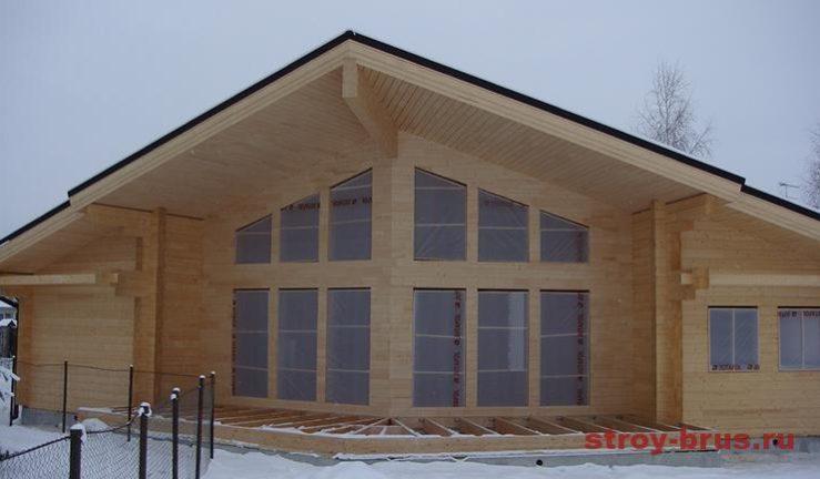 Фасад дома из бруса перед отделкой