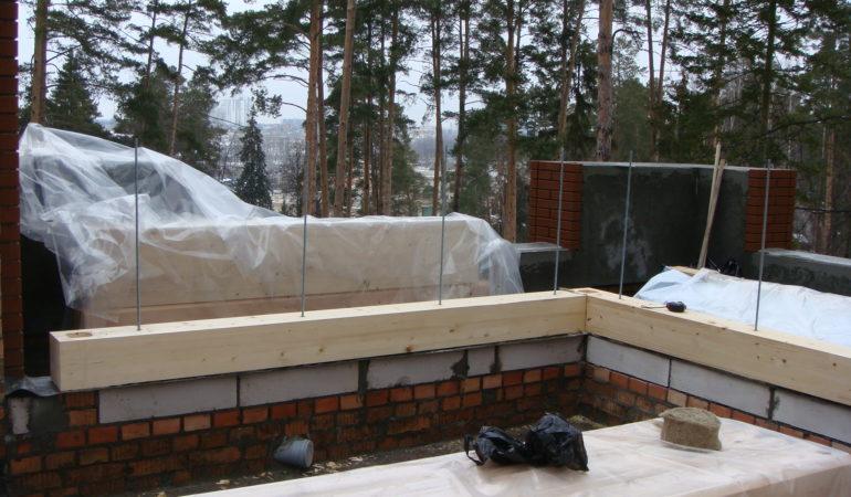Процесс сооружения стен из бруса