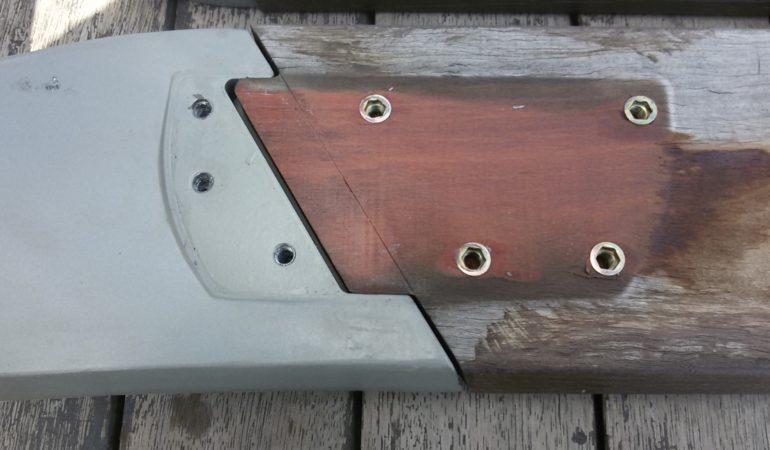 Демонтаж деревянных элементов на фото крупным планом