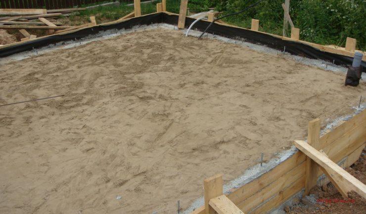 Фото бани из бруса в начале строительства