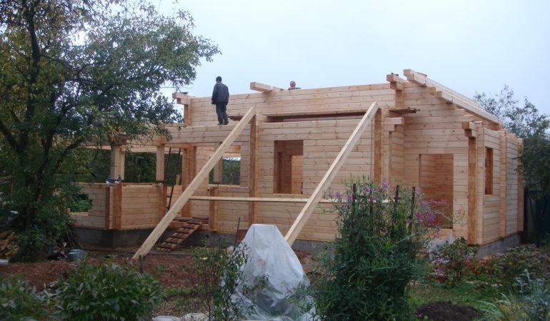 Продолжается строительство дома
