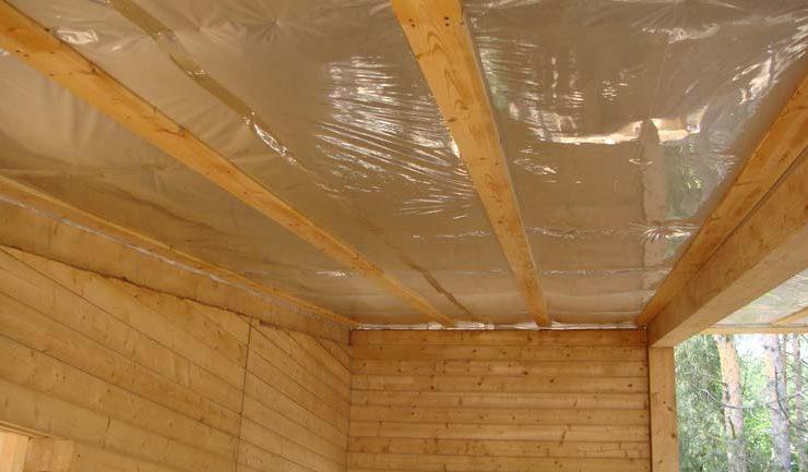 Утепление и пароизоляция потолка в деревянном доме