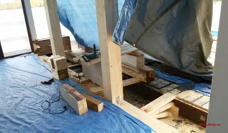Монтаж нижнего обвязочного бруса и колонн из клееного бруса